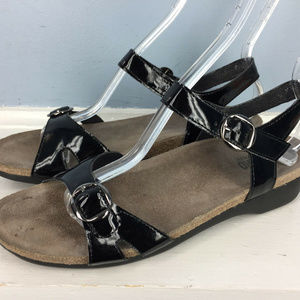 Munro American Black Patent Leather sandals 9.5